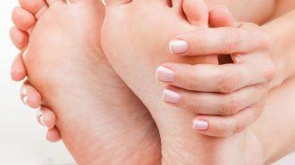 Kribbeln, Schmerzen, Taubheit in den Füßen: Vitamin B1-Mangel kann die Ursache sein