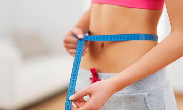 Beim Ermitteln des Taille-Hüft-Verhältnisses (THV) wird unter anderem die Taille oberhalb des Bauchnabels gemessen.