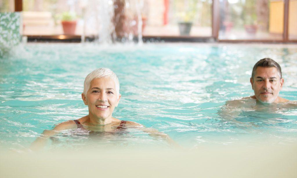 Schwimmen bei Gelenkschmerzen